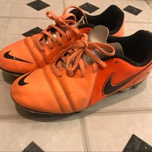 Size 7 Nike soccer cleats